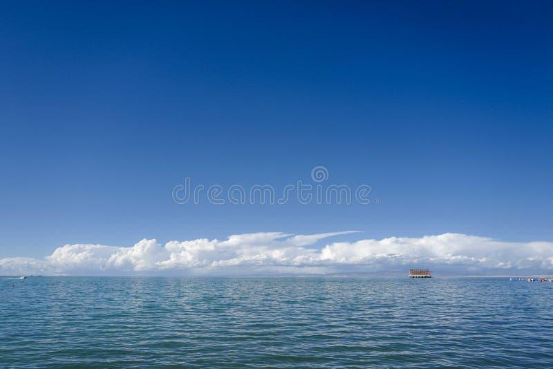 Le Lac Qinghai est classifié comme lac salin et alcalin photographie stock