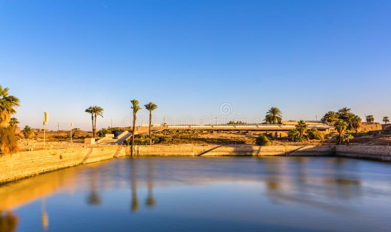 Le lac sacré en enceinte d'Amun-re - Louxor photo libre de droits