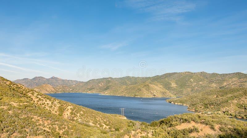 Le lac Silverwood donnent sur, jante du chemin détourné scénique du monde, CA photos libres de droits