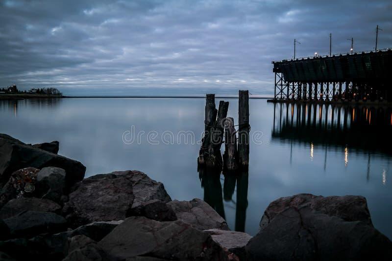 Le lac Supérieur de deux ports, manganèse à l'aube photographie stock libre de droits