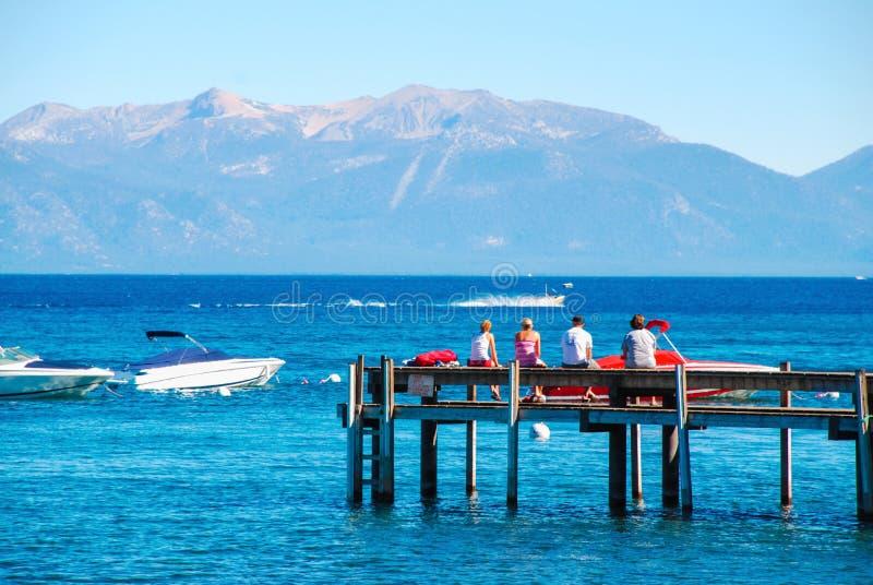 Le lac Tahoe et pilier en bois images stock