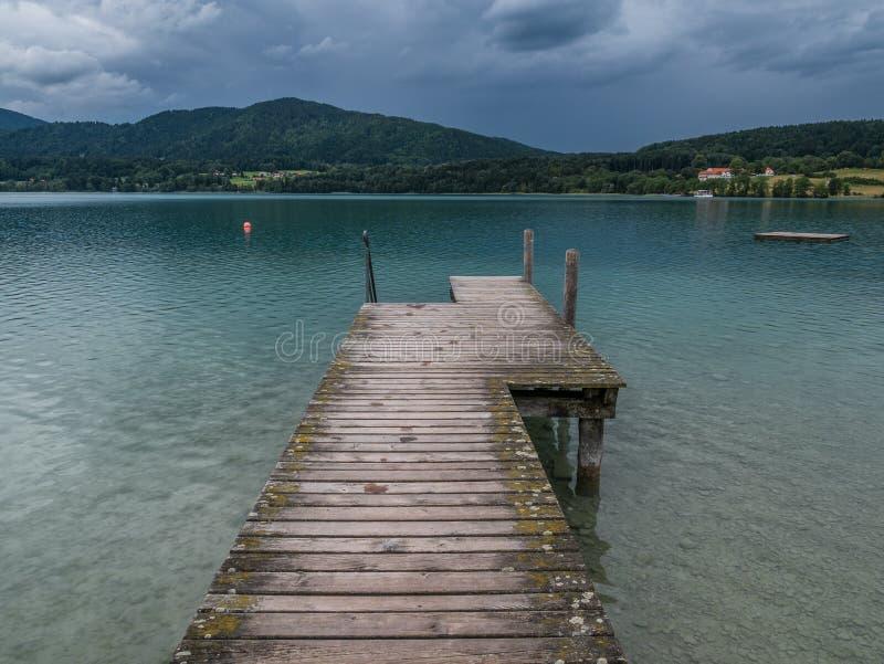 Le lac Tegernsee de montagne en Bavière, Allemagne photographie stock libre de droits