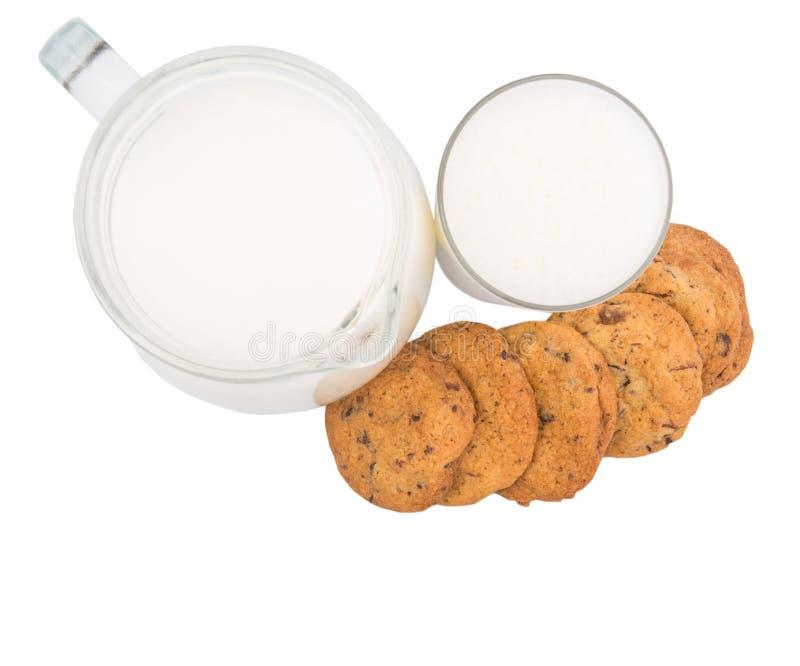 Le lait et la maison ont fait à des biscuits X photographie stock libre de droits
