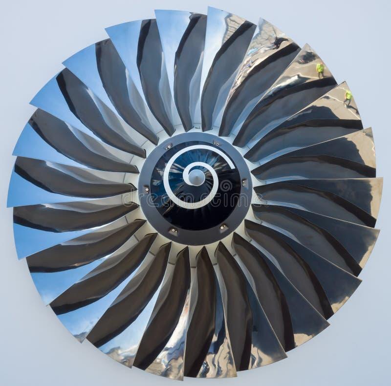 Le lame di un motore a propulsione di turboventola immagine stock
