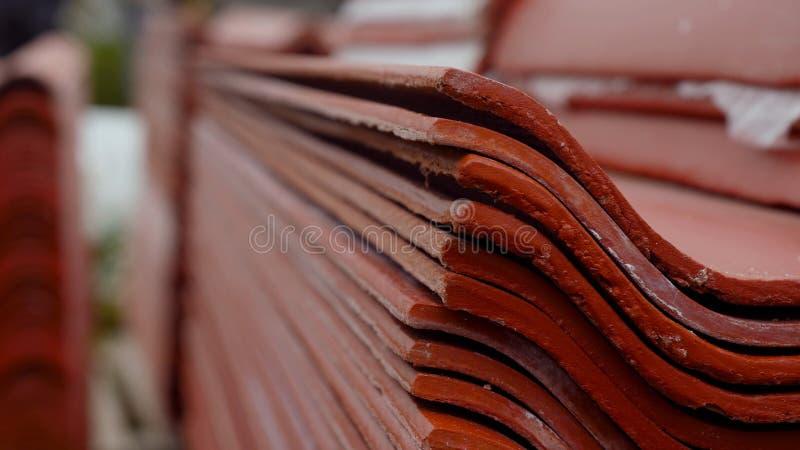Le lamine di metallo profilano il materiale da costruzione coprente d'acciaio del pannello Metraggio di riserva Profilo del metal fotografia stock