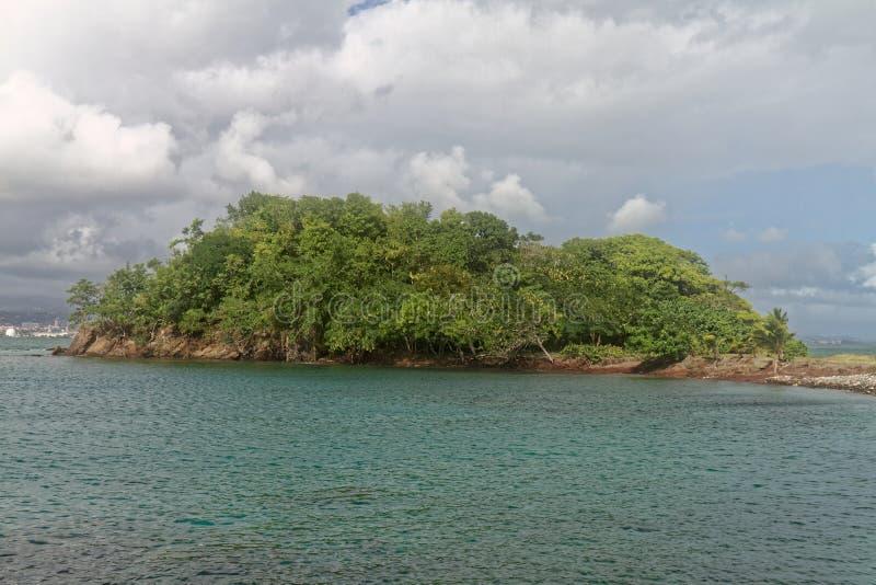 Le Lazaret Halvö i La Pointe du Anfall - Les Trois Ilets - Martinique arkivfoto