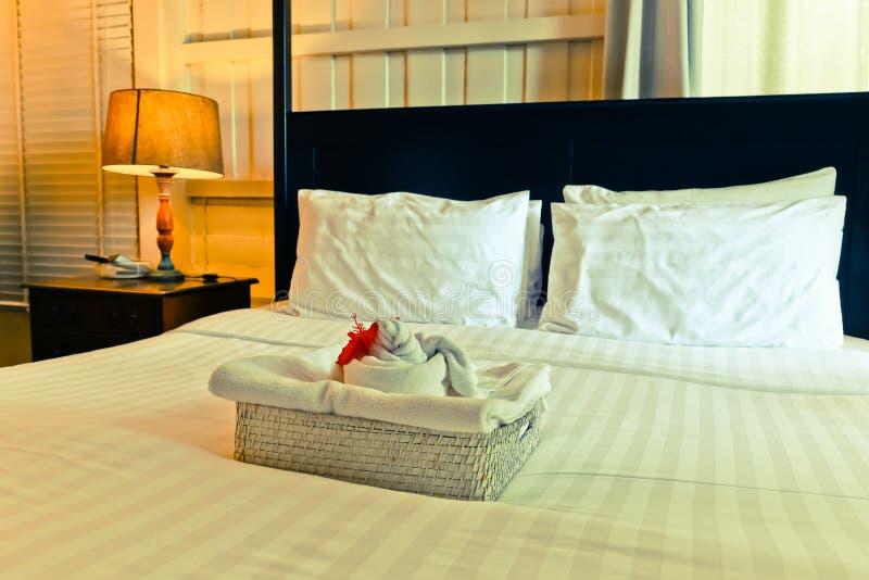 Le lenzuola ed il cuscino d'annata hanno incasinato di mattina l'annata c fotografie stock