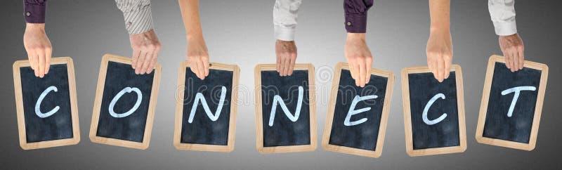 Le lettere della parola si collegano scritto sulle lavagne fotografia stock libera da diritti