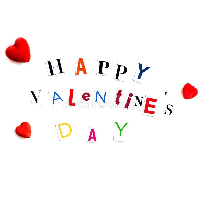 Le lettere di giorno felici dei biglietti di S. Valentino hanno tagliato dalle riviste immagine stock libera da diritti