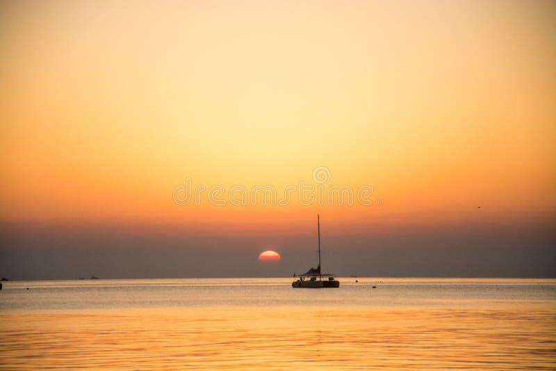 Le lever de soleil à Yantai photo libre de droits