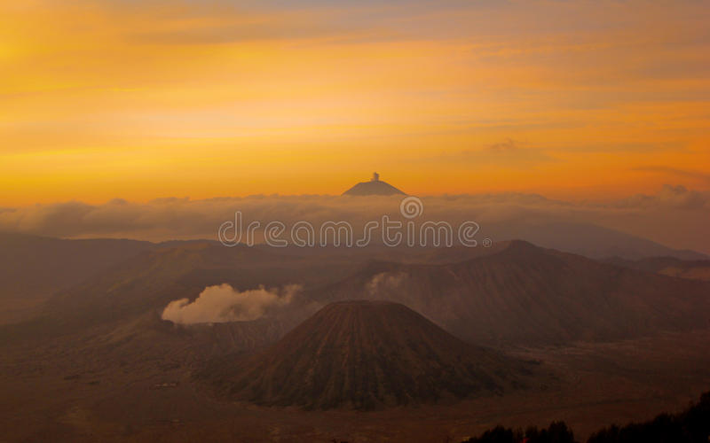 Le lever de soleil chez le Bromo photographie stock libre de droits