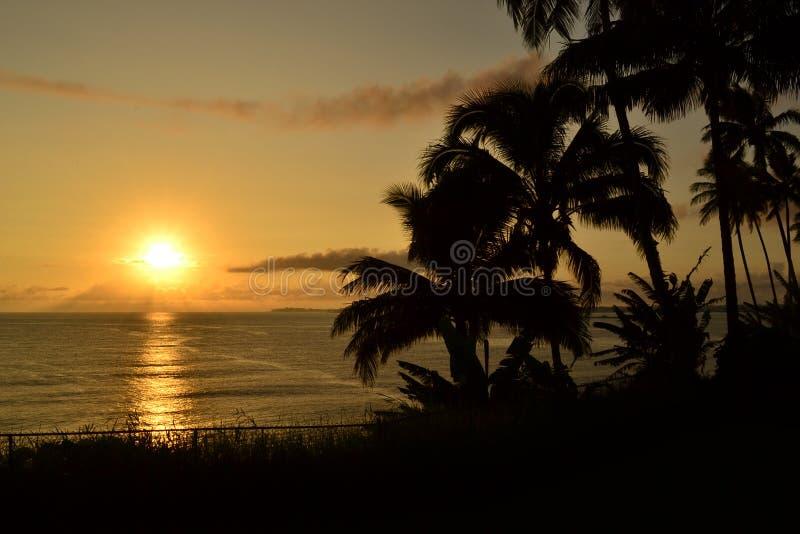Le lever de soleil de l'océan pacifique du lever de soleil de la grande île photographie stock