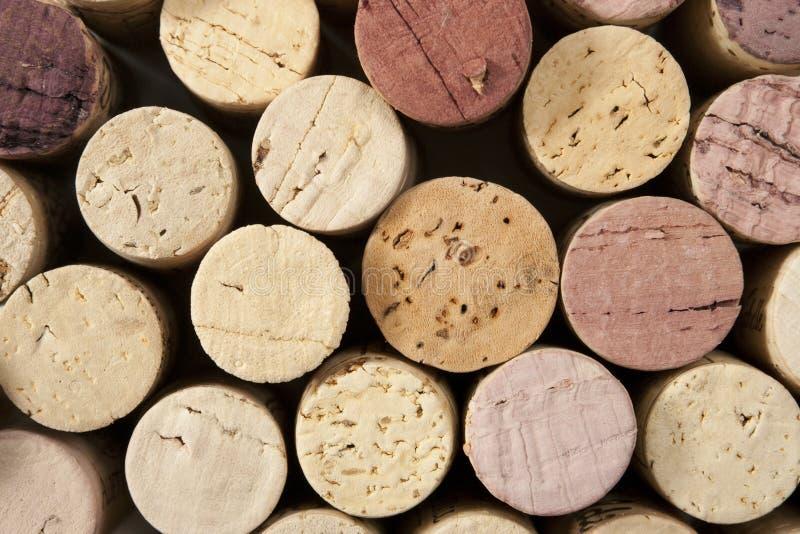 Le liège de vin termine le fond photos libres de droits
