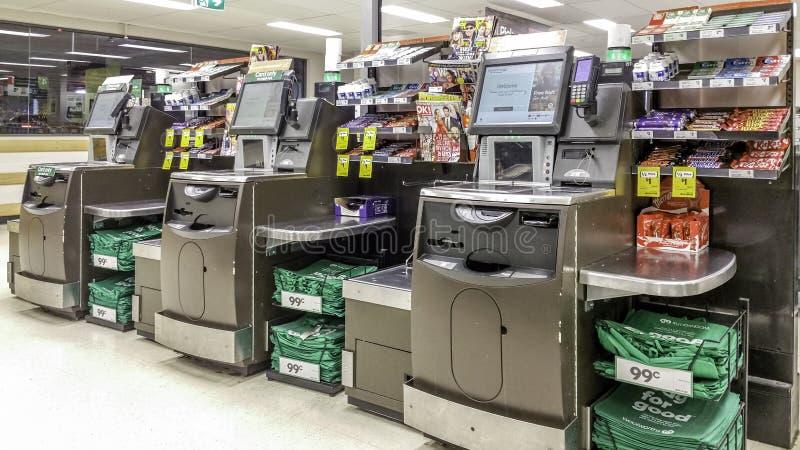 Le libre service de supermarché checkout des kiosques photo libre de droits