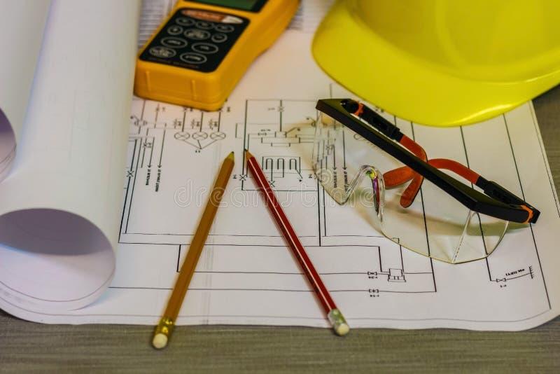 Le lieu de travail de l'architecte Sur les dessins en gros plan de table, photographie stock