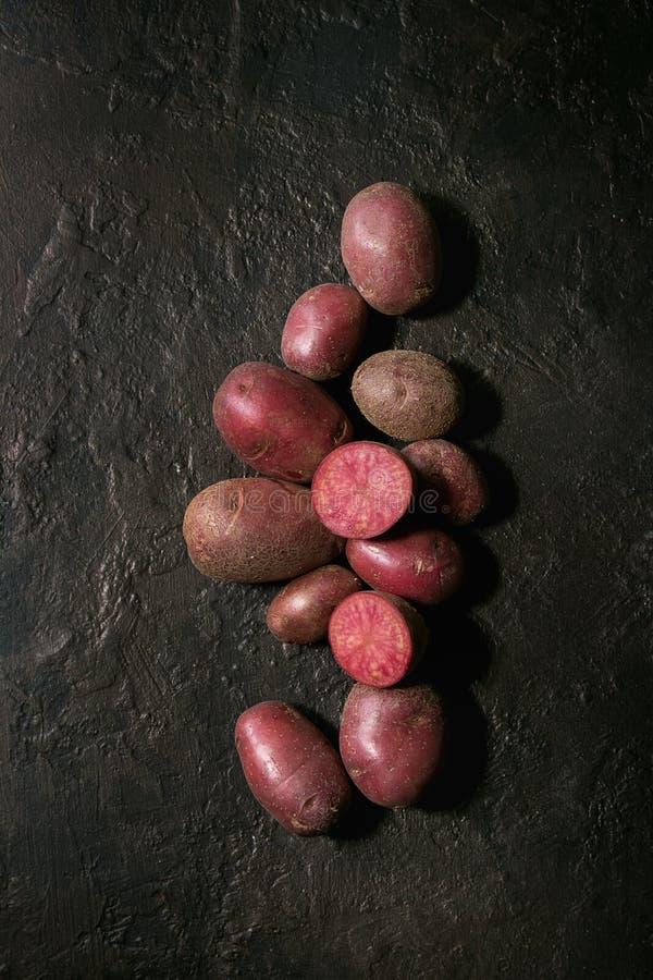 Le lilu de pommes de terre crues s'est levé image libre de droits