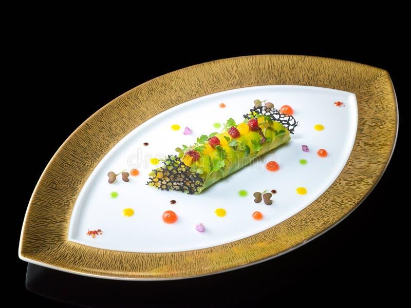 Le limule et l'agrume et la vanille de Cannelloni d'avocat sur l'ovale plat images stock