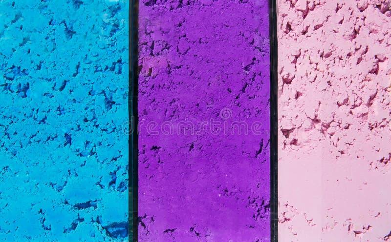Le linee di colori dell'albero spolverizzano il fondo - il blu, il purplle, rosa Colori luminosi per il festival indiano di holi  immagini stock