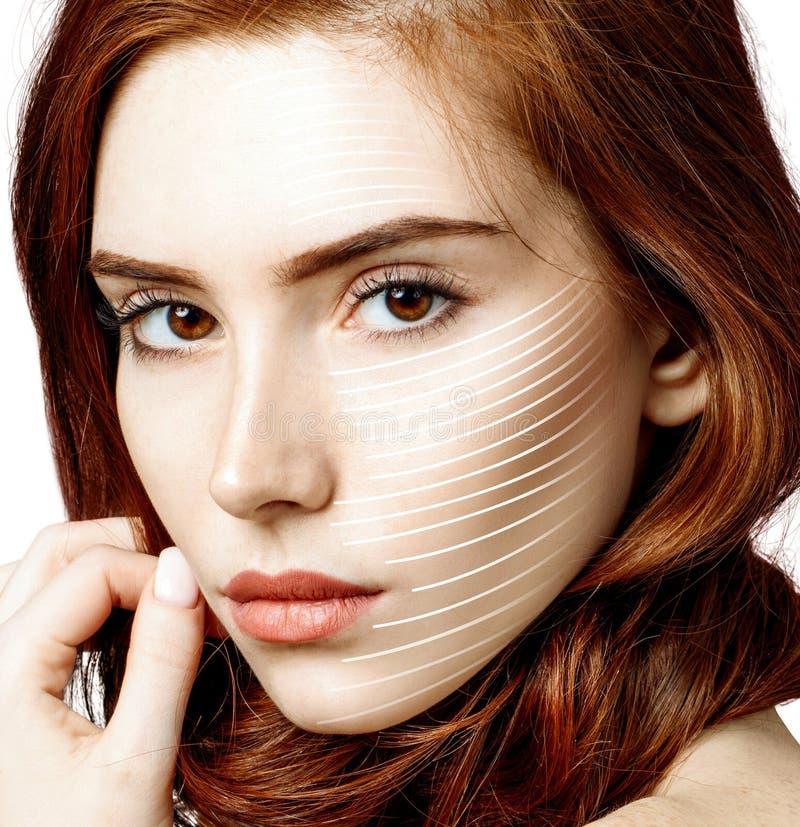 Le linee grafiche mostra l'effetto di sollevamento facciale su pelle della donna della testarossa fotografie stock libere da diritti