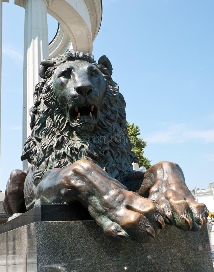 Le lion d'hurlement image stock