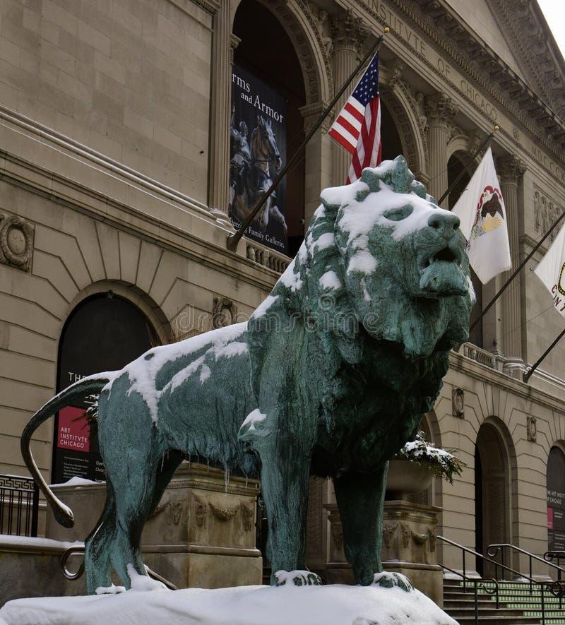 Le lion du nord, dans la neige photos stock