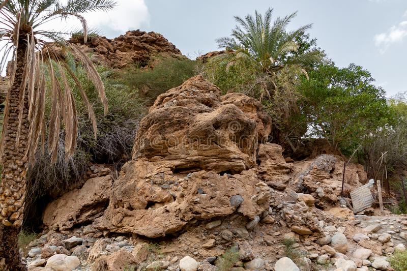 Le lit de la rivière desséché a appelé l'oued en Asie, dans les périphéries de Muscat, l'Oman images libres de droits