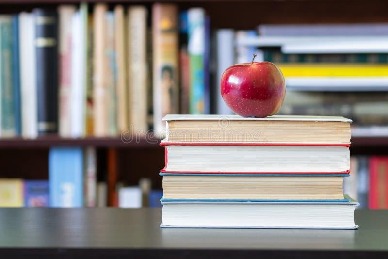 Le livre de la connaissance photographie stock libre de droits