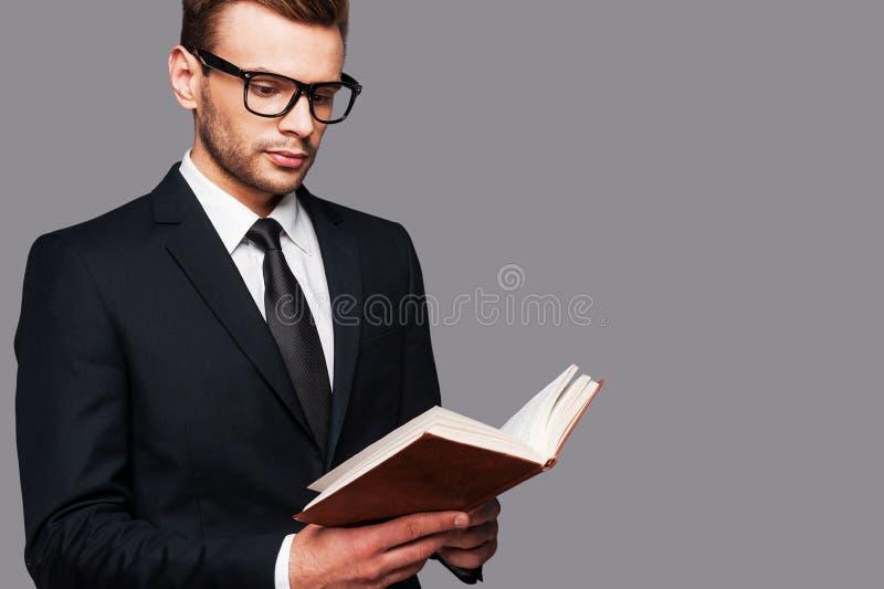 Le livre est le meilleur conseiller images stock