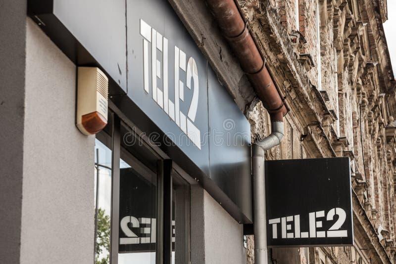 Le logo de Tele2 se connectent leur boutique locale dans Osijek 2 télé- est un opérateur de télécommunication européen de Suède photos libres de droits