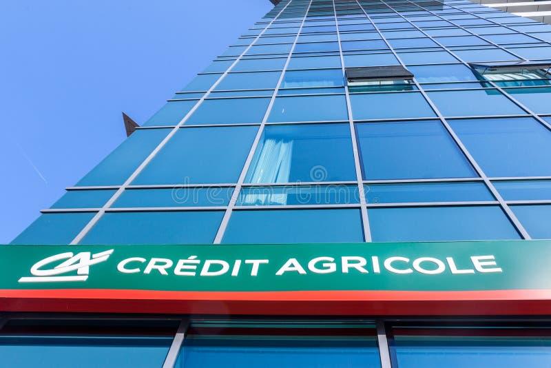 Le logo du crédit Agricole sur leurs gens du pays siège pour la Serbie Le crédit Agricole Srbija est l'une des principales banque image libre de droits