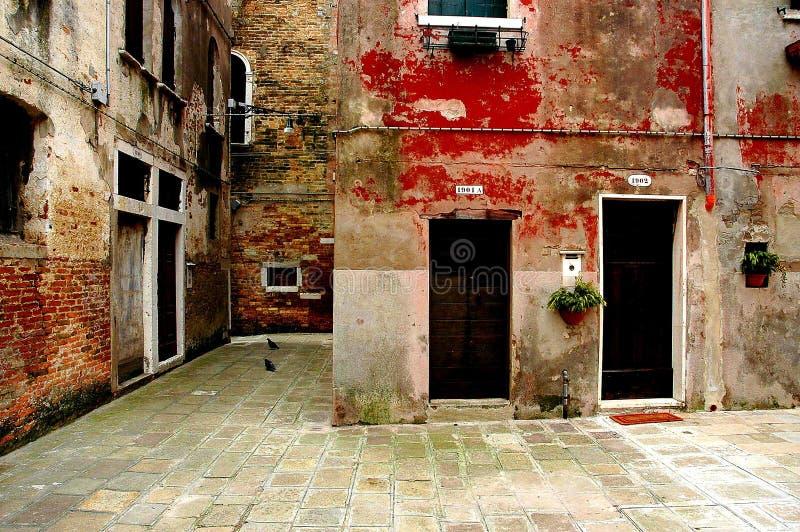 Le long des rues de Venise photo stock
