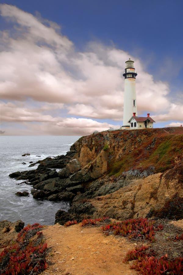 le long du phare de côte photos libres de droits