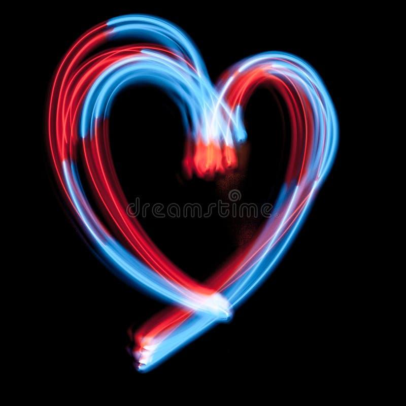Le luci al neon digitali in forma di cuore sono sui precedenti scuri fotografie stock libere da diritti