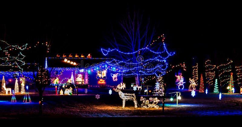 Le luci di Natale accendono la notte immagine stock libera da diritti