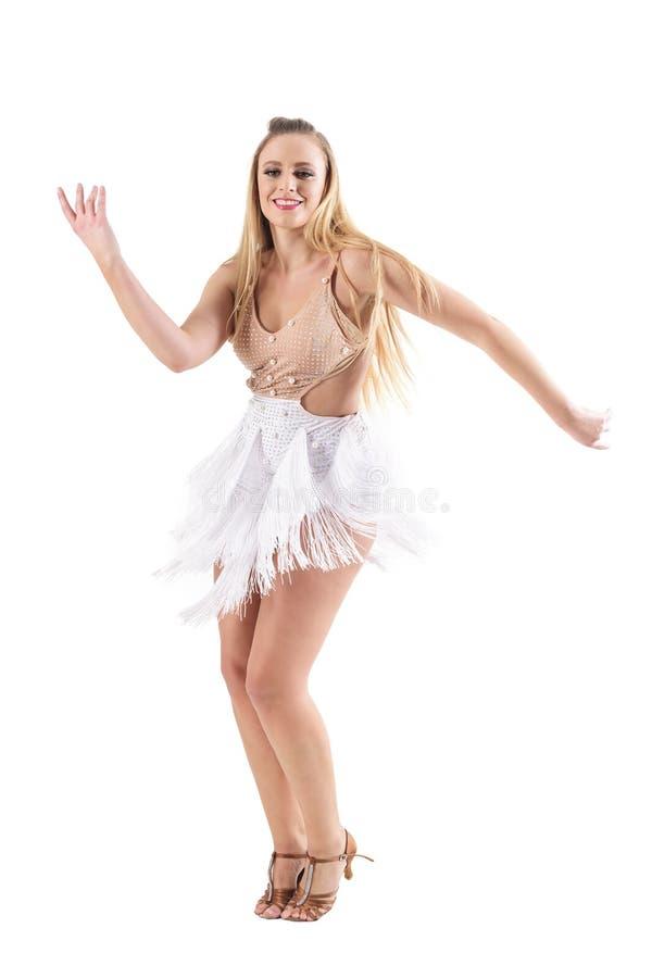 Le lycklig yrkesmässig caucasian kvinnadanslatino dansar fotografering för bildbyråer