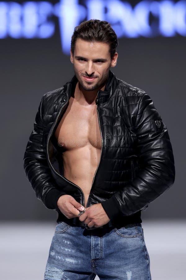 Le mâle de Sofia Fashion Week muscles la veste image libre de droits