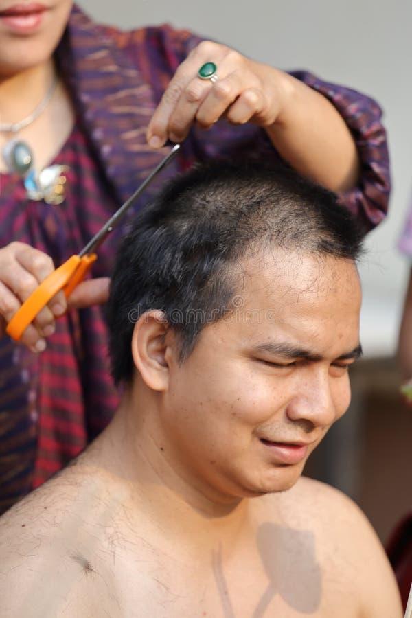 Coupe de cheveux de moine