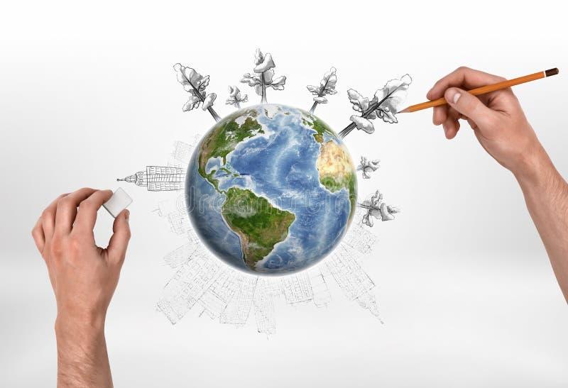 Le mâle remet des arbres de dessin dans le monde entier et effaçant des bâtiments sur le fond blanc photos libres de droits