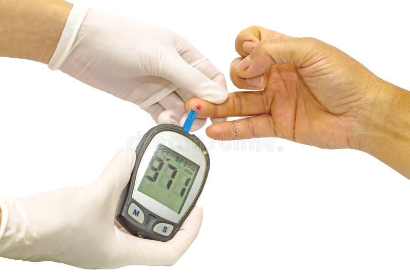Le mètre de glucose sanguin, la valeur de sucre de sang est mesuré sur fing photo libre de droits