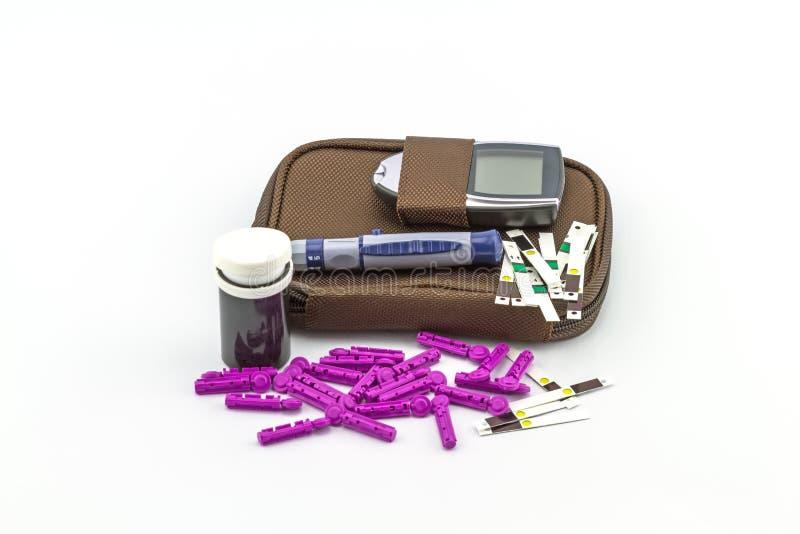 Le mètre de glucose sanguin, la valeur de sucre de sang est mesuré sur fing photographie stock