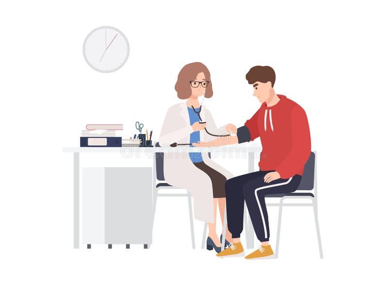 Le médecin féminin ou le conseiller médical s'assied au bureau et mesure la tension artérielle du patient masculin Homme au burea illustration de vecteur