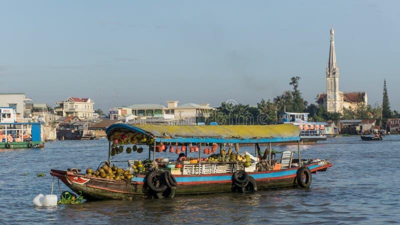 Le Mékong, Vietnam - 29 novembre 2015 : Delta du Vietnam, le Mekong Bateau sur le marché de flottement traditionnel photographie stock libre de droits