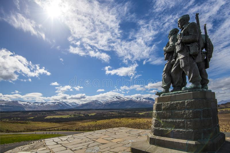 Le mémorial de commando au pont de Spean dans les montagnes de l'Ecosse photo libre de droits