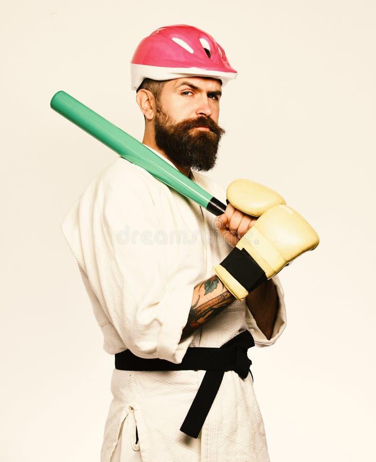 Le maître de combat est prêt pour combattre Homme avec la barbe photos stock