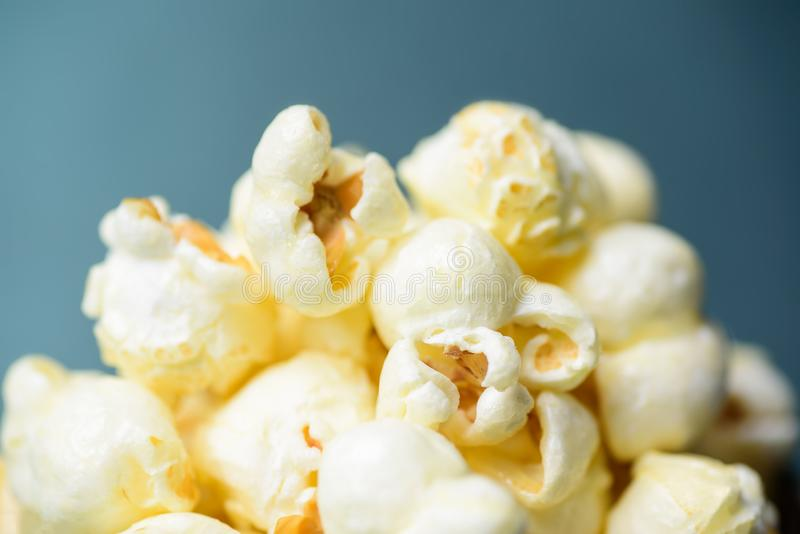 Le maïs éclaté de caramel, se ferment de la nourriture photographie stock