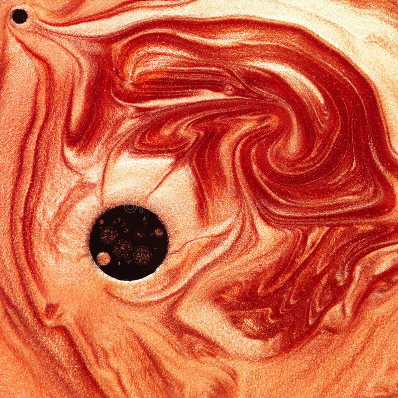 Mélange abstrait des colorants rouges et oranges perlés images libres de droits