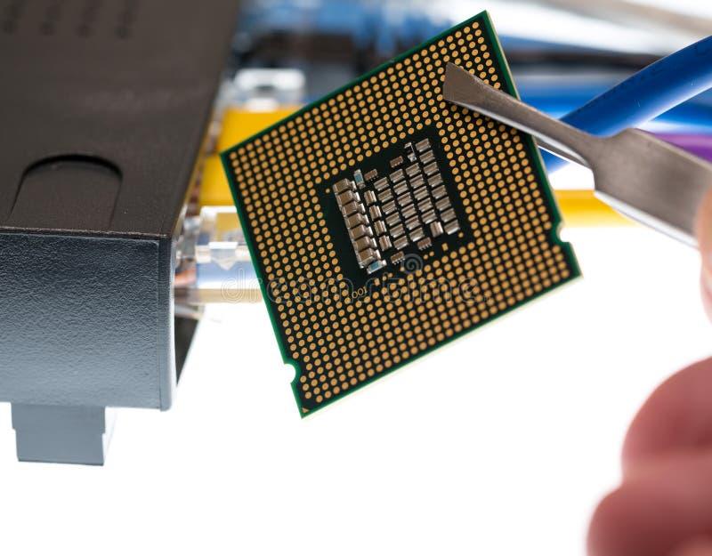Câbles Cat5 et routeur pour le concept de cyberdefence photographie stock
