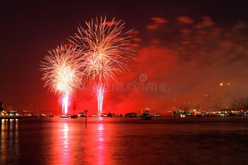 Le Macy 4ème des affichages de feux d'artifice de juillet photo stock
