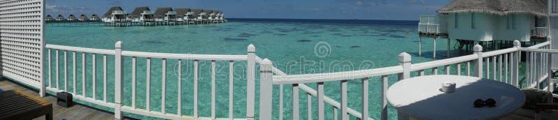 Le Maldive ricorrono - vista di panorama da un bungalow fotografie stock