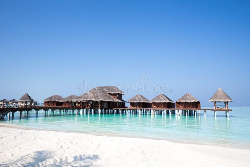 Le Maldive sopra i bungalow dell'acqua immagine stock